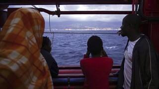 Ιταλία: Μέσα σε λίγες ώρες 400 μετανάστες αποβιβάσθηκαν στο νησί της Λαμπεντούζα
