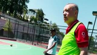 Ερντογάν: Με βίντεο να παίζει... μπάσκετ απαντά στο Foreign Policy για την υγεία του