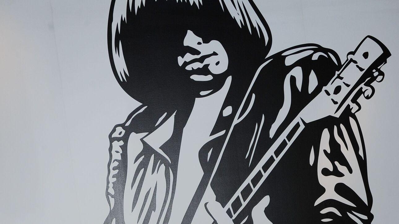 Σχεδόν ένα εκατομμύριο δολάρια για μια κιθάρα του Johnny Ramone σε δημοπρασία