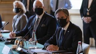 Ψυχρή υποδοχή Μπλίνκεν στο Παρίσι: Στόχος η αποκατάσταση της εμπιστοσύνης των Γάλλων προς τις ΗΠΑ