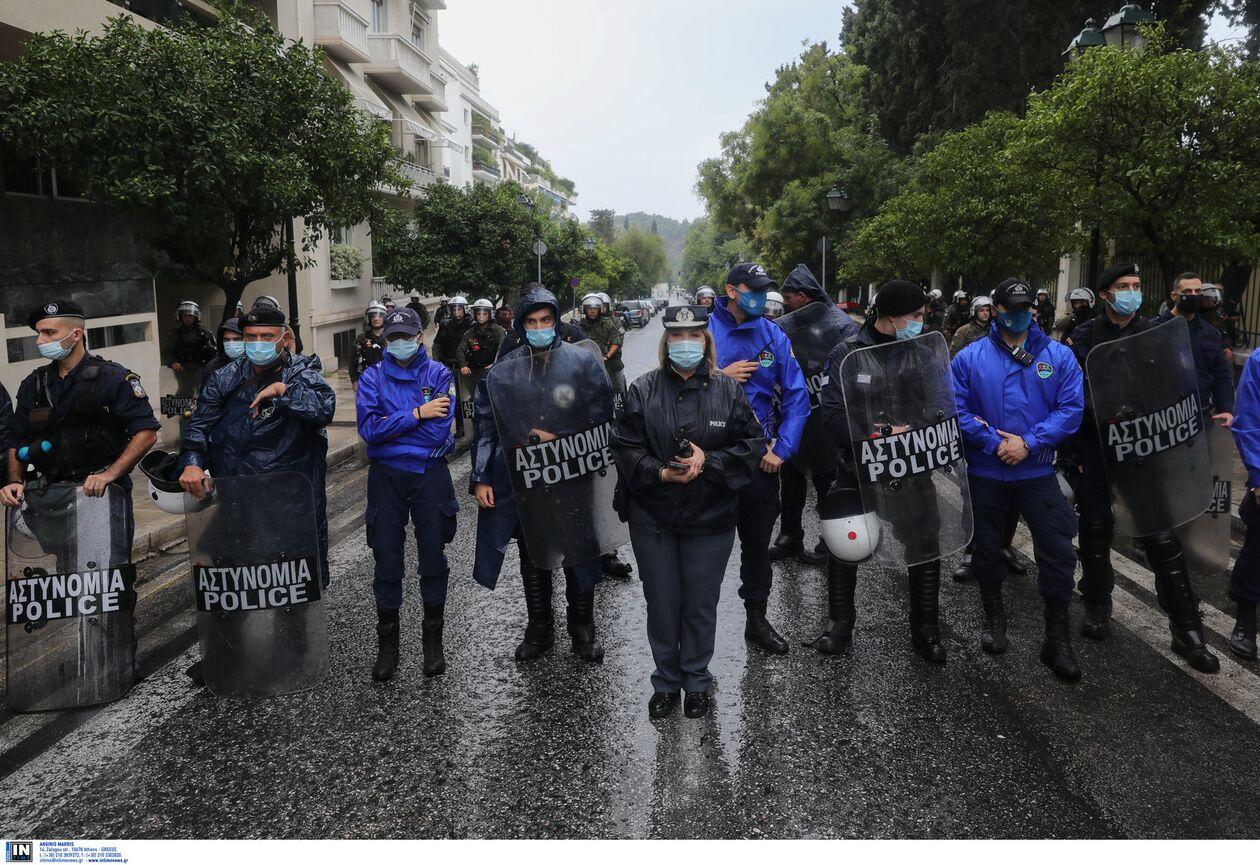 https://cdn.cnngreece.gr/media/news/2021/10/08/284586/photos/snapshot/suntaxiouxoi1.jpg