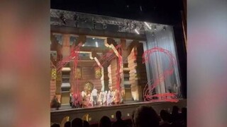 Θέατρο Μπολσόι: Εικόνες  σοκ - Η στιγμή που το σκηνικό συνθλίβει και σκοτώνει ηθοποιό