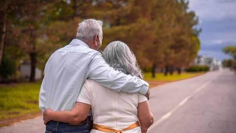 Κορωνοϊός- Ψυχολογική έρευνα: Πιο φιλοκοινωνική συμπεριφορά οι ηλικιωμένοι από τους νεότερους