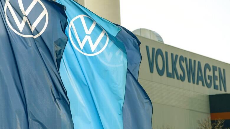 Handelsblatt: Η Volkswagen εξετάζει την περικοπή 30.000 θέσεων εργασίας