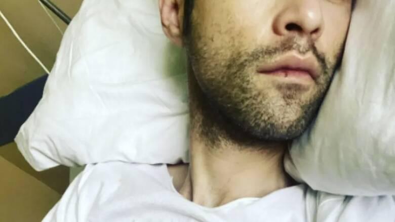Μένιος Φουρθιώτης: Δημοσίευσε φωτογραφίες από το ΚΑΤ όπου νοσηλεύεται