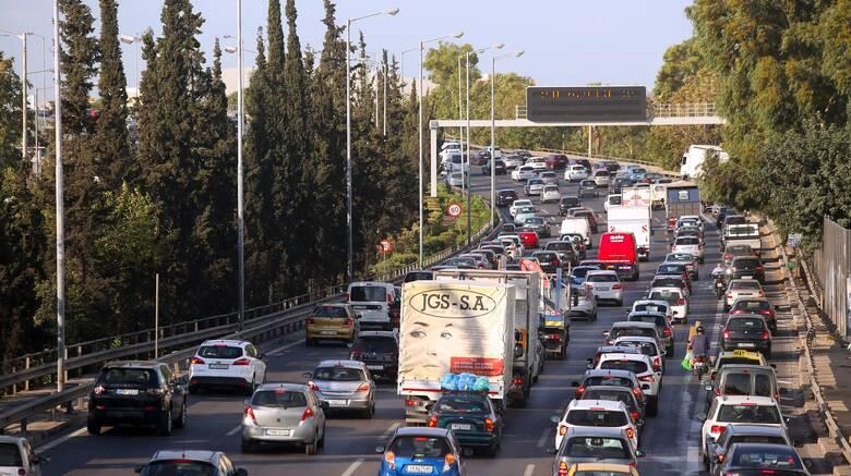 Κίνηση: Πολλά σήμερα τα κυκλοφοριακά προβλήματα - Ποιοι δρόμοι είναι στο «κόκκινο»