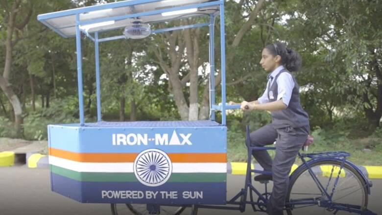 Καινοτομία στην Ινδία: Ηλιακό σίδερο κατά της ατμοσφαιρικής ρύπανσης σχεδίασε μια 14χρονη εφευρέτις