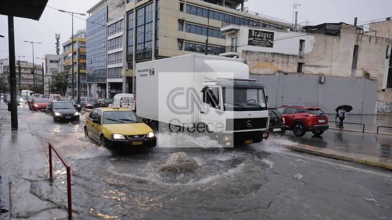 Καιρός: Στο έλεος της κακοκαιρίας «Μπάλλος» η Αττική - Πλημμύρες και διακοπές ρεύματος