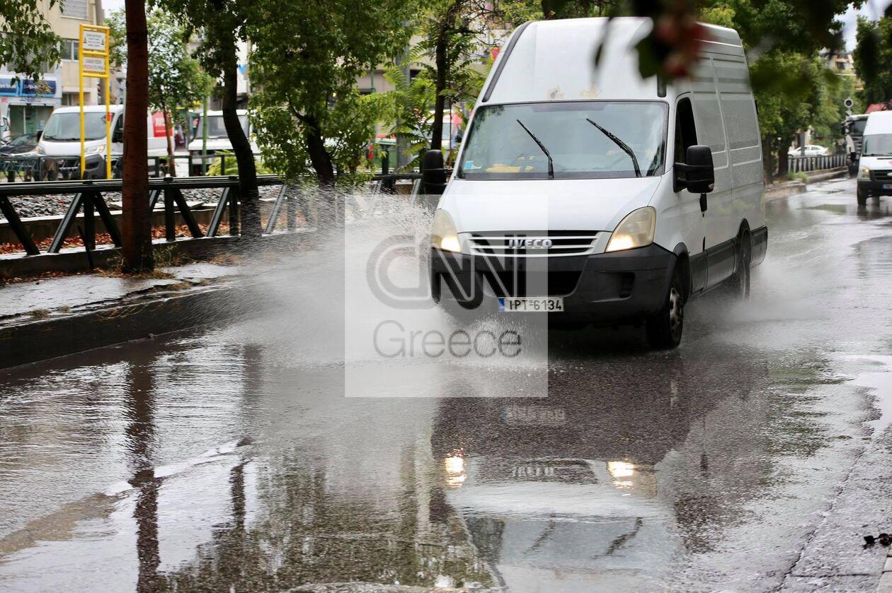https://cdn.cnngreece.gr/media/news/2021/10/14/285354/photos/snapshot/Plimmires-dromoi-athina-1.jpg