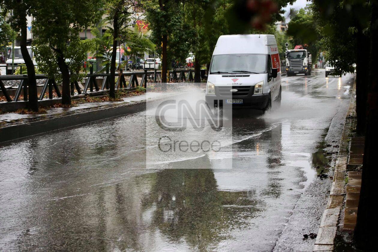 https://cdn.cnngreece.gr/media/news/2021/10/14/285354/photos/snapshot/Plimmires-dromoi-athina-5.jpg