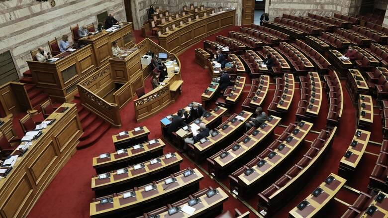 Αναβάλλεται λόγω του «Μπάλλου» η συζήτηση για την πανδημία στη Βουλή