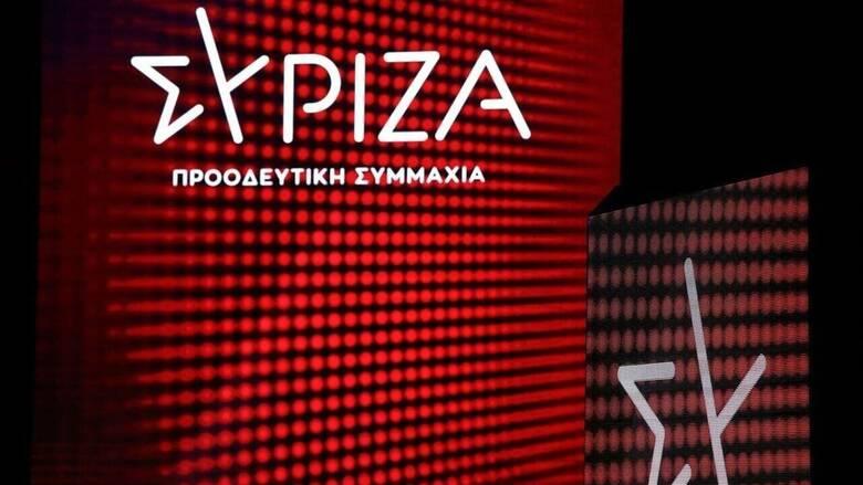 ΣΥΡΙΖΑ: Η ελληνοαμερικανική συμφωνία του κ. Μητσοτάκη ταιριάζει γάντι στο νέο του δόγμα