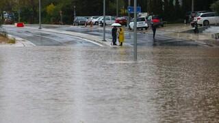 Συνεχίζεται η κακοκαιρία «Μπάλλος»: Ισχυρές βροχές, καταιγίδες, χιόνια στα ορεινά και χαλαζοπτώσεις