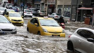 Κακοκαιρία «Μπάλλος»: Πού έβρεξε περισσότερο τις τελευταίες ώρες