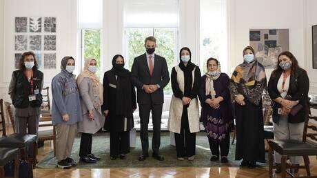 Συνάντηση Μητσοτάκη με γυναίκες βουλευτές και δικαστικούς από το Αφγανιστάν