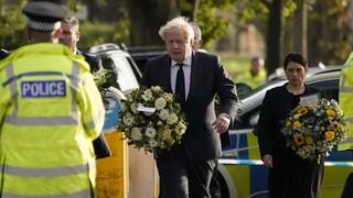 Νεκρός βουλευτής στη Βρετανία: Αυξημένα μέτρα ασφαλείας στη Βουλή - Στο σημείο του φόνου ο Τζόνσον