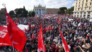 Ιταλία - «Ποτέ πια φασισμός»: Σείστηκε η Ρώμη από διαδήλωση συνδικάτων και δημοκρατικών δυνάμεων