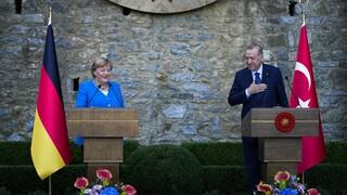 Μέρκελ προς Ερντογάν: Οι σχέσεις Γερμανίας - Τουρκίας θα έχουν συνέχεια