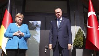 Μέρκελ καλεί Ερντογάν να συνεχιστούν οι διερευνητικές επαφές με την Ελλάδα