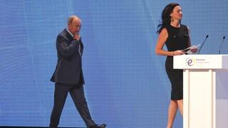 Επικρίσεις δέχεται ο Πούτιν – Το σχόλιο σε γυναίκα δημοσιογράφο που θεωρήθηκε σεξιστικό