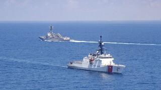 «Μήνυμα» στην Κίνα με διέλευση αμερικανικού και καναδικού πολεμικού πλοίου από το Στενό της Ταϊβάν