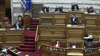 Βουλή: Νέα μετωπική Μητσοτάκη -Τσίπρα για την πανδημία