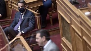 Live Η σύγκρουση Μητσοτάκη - Τσίπρα στη Βουλή για την πανδημία