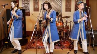 Pyramidos: Το συγκρότημα «ξαναχτυπά» με το ρεμπέτικο τραγούδι «Του βοτανικού ο μάγκας»