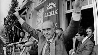 18 Οκτωβρίου 1981: 40 χρόνια μετά το θρίαμβο του ΠΑΣΟΚ, τι έχει συμβεί στη σοσιαλδημοκρατία;