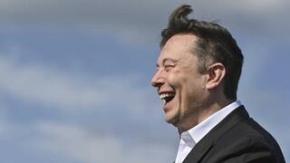 Στην τελική ευθεία η διαδικασία για τις δορυφορικές συνδέσεις της Starlink του Elon Musk