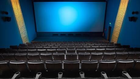 Απελευθερώνεται το ωράριο των κινηματογράφων και των θεάτρων: Παραστάσεις όλο το 24ωρο