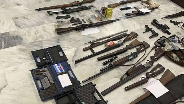 Εξαρθρώθηκε κύκλωμα εμπορίας όπλων - Δεκάδες καλάσνικοφ και πιστόλια(ΦΩΤΟ)