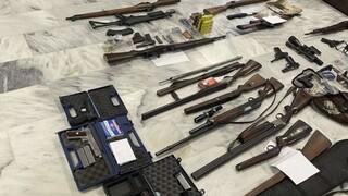 Εξαρθρώθηκε κύκλωμα εμπορίας όπλων - Δεκάδες καλάσνικοφ και πιστόλια