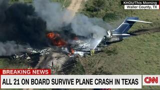 ΗΠΑ: Παρ' ολίγον αεροπορική τραγωδία στο Τέξας - Αεροσκάφος συνετρίβη και τυλίχθηκε στις φλόγες