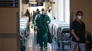 Κορωνοϊός: 703 νέες μολύνσεις στην Αττική, 496 στη Θεσσαλονίκη, 258 στη Λάρισα