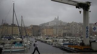 Γαλλία: Τεράστια προβλήματα από την κακοκαιρία Ορόρ - 120.000 νοικοκυριά χωρίς ρεύμα