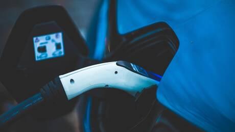 Οι μισοί Ευρωπαίοι οδηγοί σκέφτονται να αποκτήσουν ηλεκτρικό αυτοκίνητο τα επόμενα χρόνια