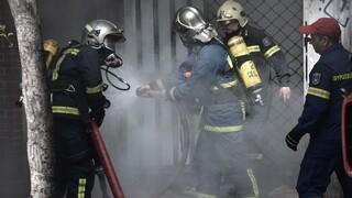 Μεγάλη φωτιά σε μάντρα αυτοκινήτων στο Μαρούσι