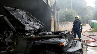 Μαρούσι: Υπό έλεγχο η φωτιά σε μάντρα αυτοκινήτων