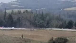 Ελασσόνα: Αγωνιστικό αυτοκίνητο τουμπάρει με μεγάλη ταχύτητα – Δείτε το βίντεο