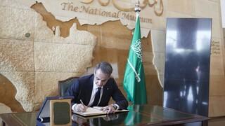 Συνάντηση Μητσοτάκη με Κέρι στη Σαουδική Αραβία  - Κλιματική αλλαγή και ενέργεια στις συνομιλίες