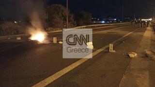 Ένταση στα Μέγαρα για τον θάνατο Ρομά στο Πέραμα - Κλειστό το ρεύμα κυκλοφορίας προς Κόρινθο
