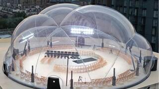 Design: Ένας διάφανος θόλος σε σχήμα βολβού φιλοξένησε το show του Alexander McQueen