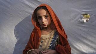 Αφγανιστάν: Οικογένειες που λιμοκτονούν πωλούν τις κόρες τους από βρέφη...