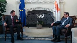 Κυπριακό - Βαρβιτσιώτης σε Αναστασιάδη: Είμαστε μαζί απέναντι στις κοινές προκλήσεις