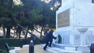 28η Οκτωβρίου: Κατάθεση στεφάνου από την Κατερίνα Σακελλαροπούλου πριν την στρατιωτική παρέλαση